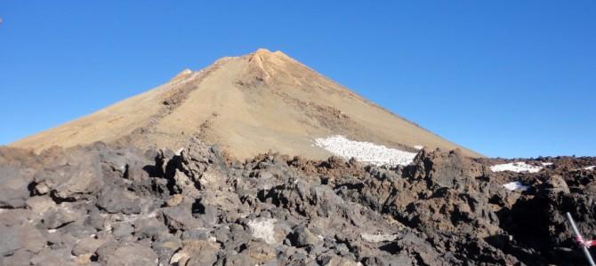 Teneryfa – wyspa z wulkanem w tle.