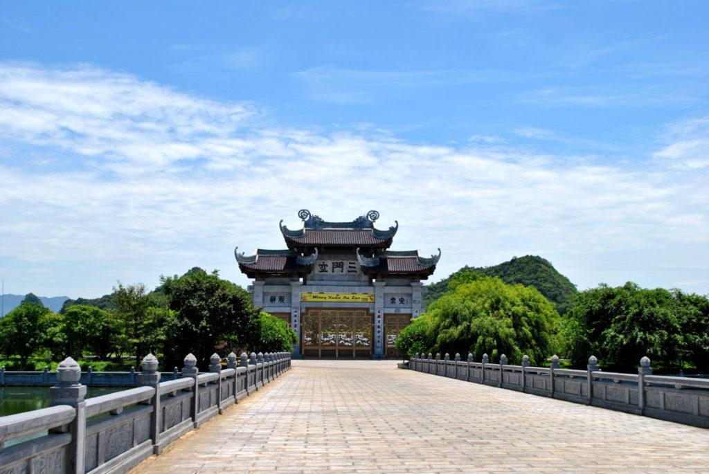 Bai Dinh entry