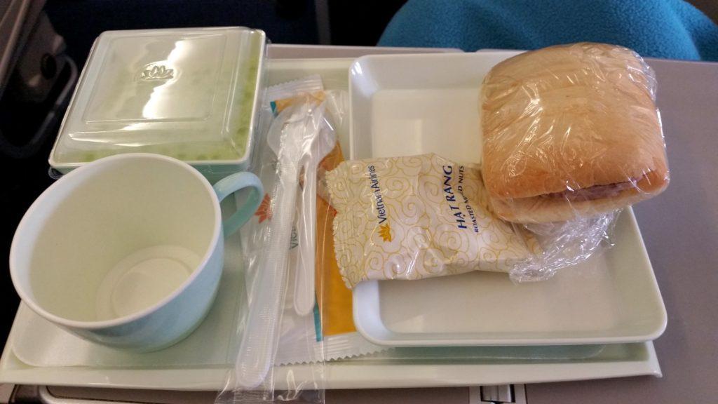 Vietnam Airlines poczęstunek